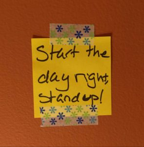"Post-it saying ""Start the day right, stand up!"""